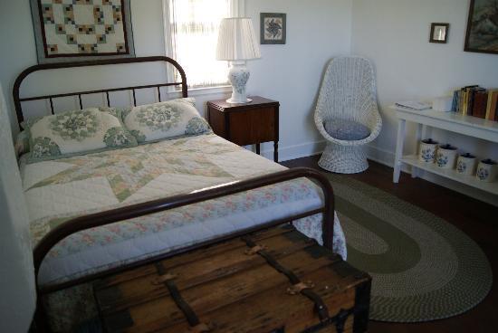 Rankin Motel : A Cabin Bedroom