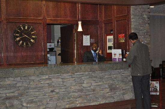 Days Inn Calgary South: Front desk