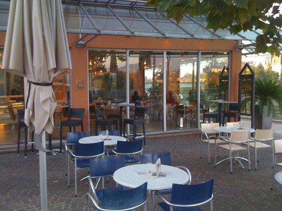 Cafe Konditorei Bernold: Vorm Café