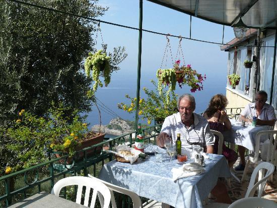 Ristorante Nastro D'Oro: tables outside