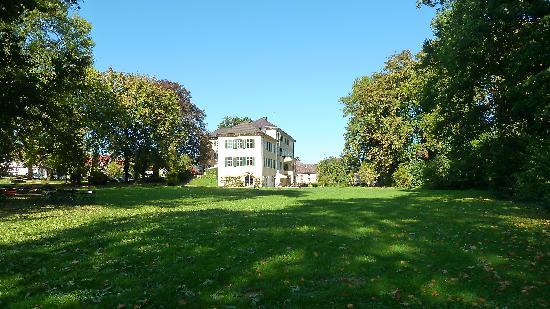 Hotel Schloss Burgellern: Herrschaftliche Lage