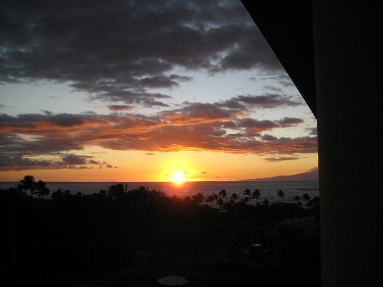 Four Seasons Resort Maui at Wailea: Watching sunset from our room