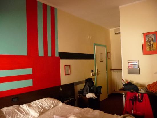 Hotel Cairoli : chambre.