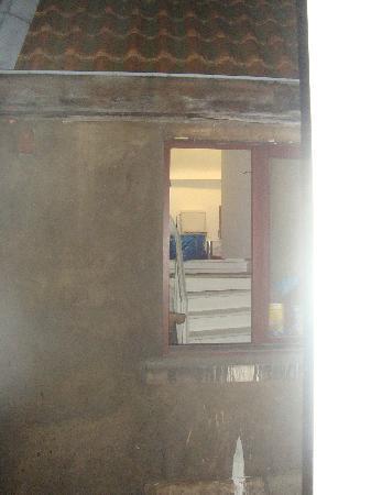Aris Hotel Grand Place: la vista dalla nostra camera...un bagno...