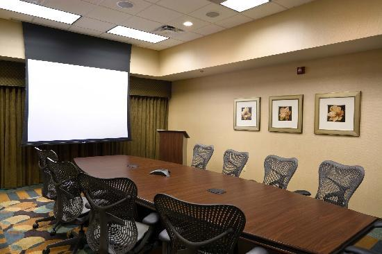 Hilton Garden Inn Mankato Downtown: each room equipped with state-of-the-art audio/visual equipment.