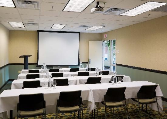 Hilton Garden Inn Mankato Downtown: 3,000 square feet of flexible meeting space.