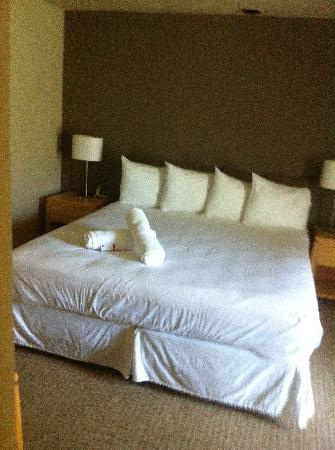 The Chase Hotel of Palm Springs: 1 bd Suite complete with private room & tiny patio