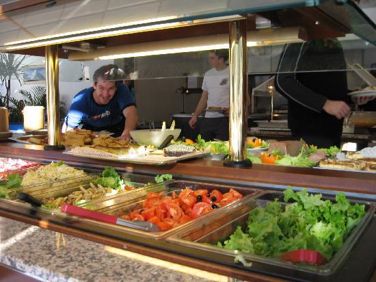 UCPA Flaine les Lindars : Buffet food at UCPA Flaine
