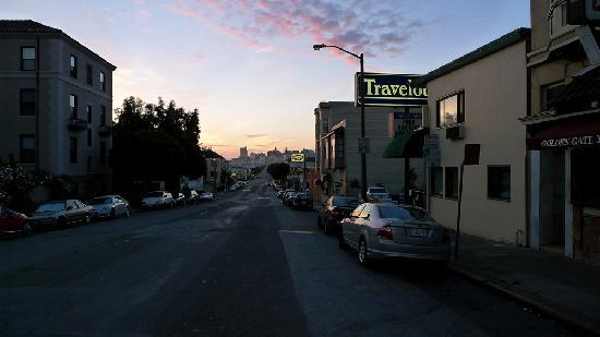 Travelodge at the Presidio San Francisco: Early in the morning...Hotel is right hand