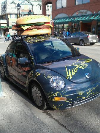 Eddie Burger & Bar : Eddie Burger delivery car