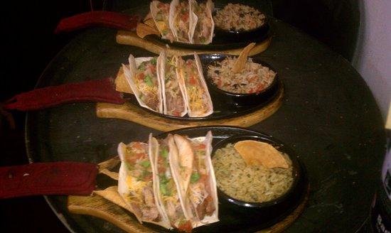 Frijoles y Chilangas: Delicious Tacos al Pastor in soft corn tortillas, very yummy!