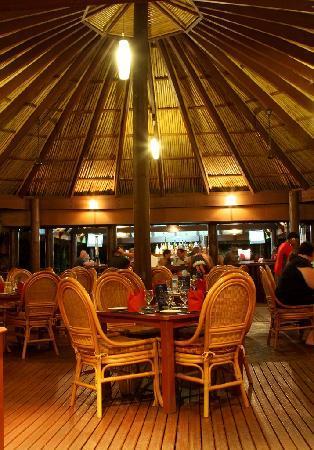Outrigger Fiji Beach Resort : Sundowner Restaurant