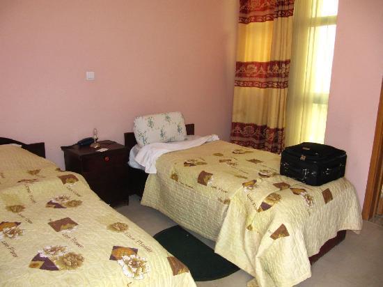 Tilik: Twin share bedroom