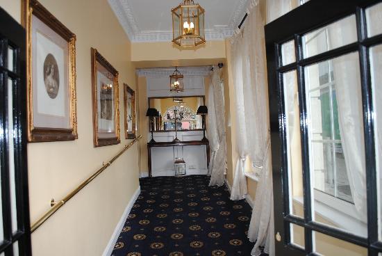 Killarney Royal: entrance to hotel