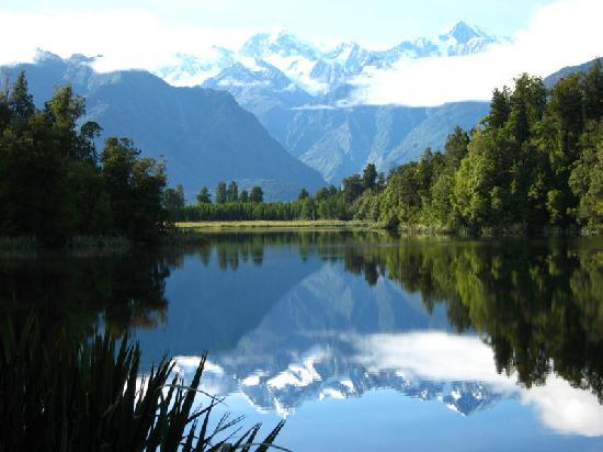 Bella Vista Motel Fox Glacier: Reflections Mt Cook & Mt Tasman on Lake Matheson
