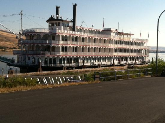 Quality Inn & Suites Conference Center: Ferry on the Snake River