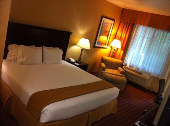 Staybridge Suites Las Vegas: cozy room