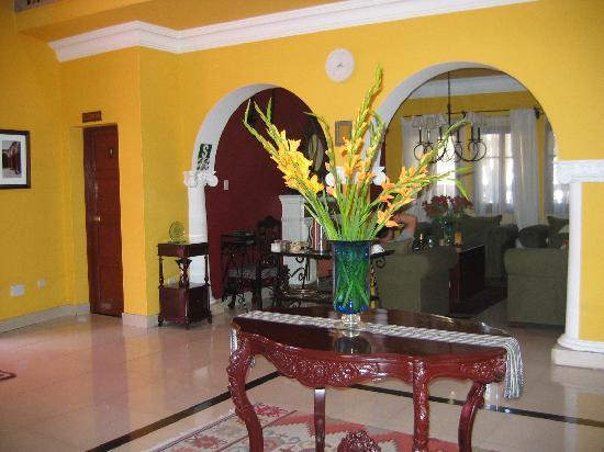 Casa Arequipa: interior near common lounge area