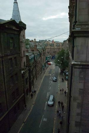 George IV Bridge: Glancing over the edge, you get an idea of how high the bridge really is