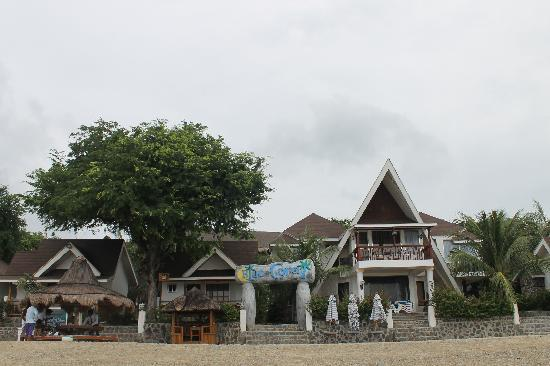 Blue Coral Beach Resort: Beach front