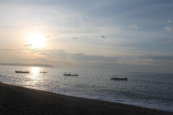 Blue Coral Beach Resort: Morning view