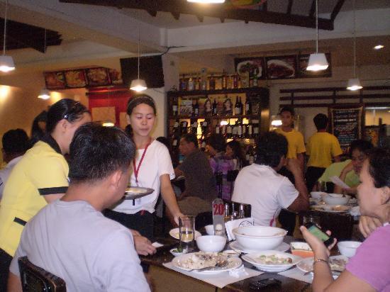 Ocho Seafood Grill: Lunch Crowd