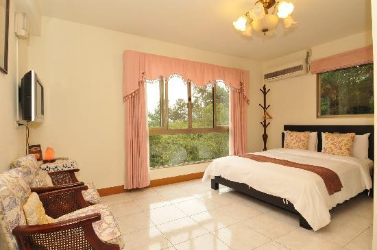 Nantou Puli Pines Garden B&B: DOUBLE BED ROOM
