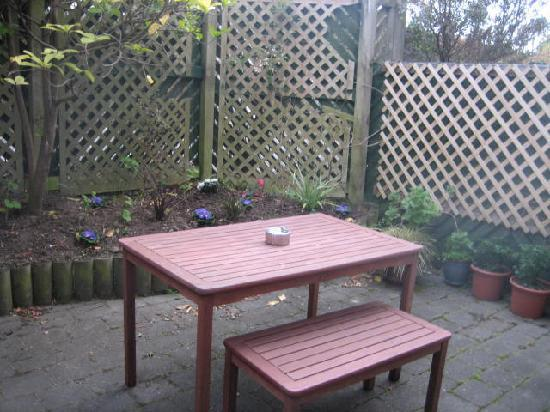 City Bed and Breakfast: Winter courtyard - usually it is sunnier!