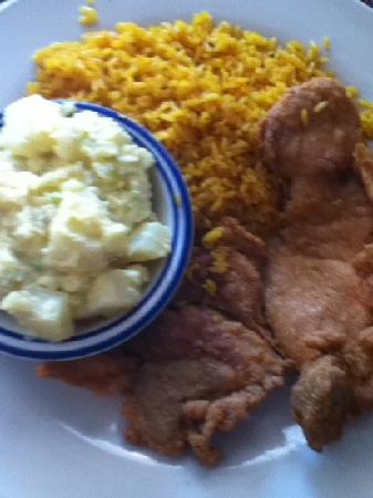 Baymont Inn & Suites Georgetown/Near Georgetown Marina: fried pork chops tater salad and rice !