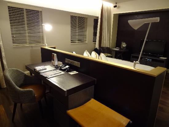 Ascott Raffles Place Singapore Studio Premier Desk Behind Bed