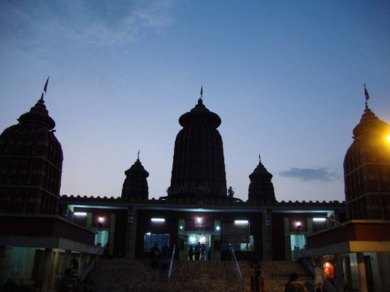 ‪‪Bhubaneswar‬, الهند: Spires of the Ram Mandir, Bhubaneswar at dusk‬