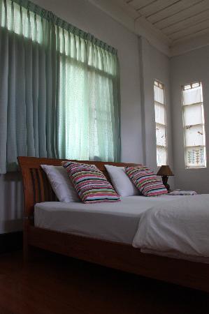Baan Rub Aroon: Leelawadee room upstairs