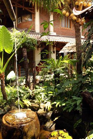 โรงแรมวิสมา อารีส์: Courtyard, Wisma Arys