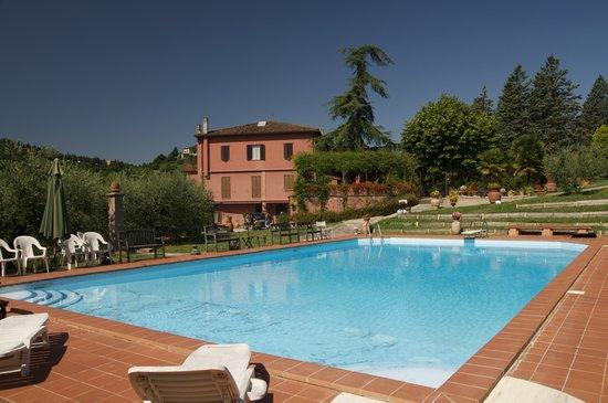A Villa Aurora: La piscina e il b&b