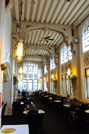 beautiful breakfast room at the Marlborough Hotel