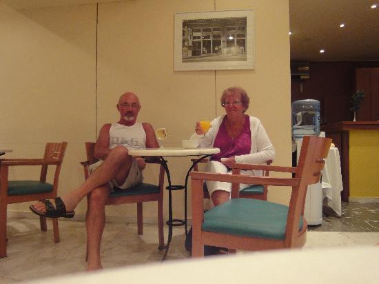 Coral Hotel: et le bar sympa  que demaner de plus  ! !