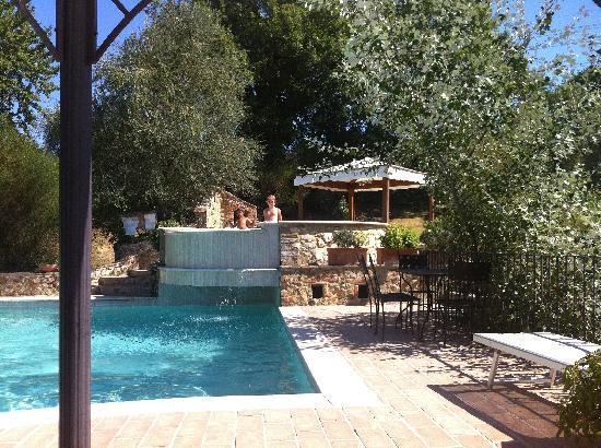Le due piscine esterne e panoramiche di Podere Santa Maria