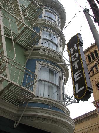 Casa Loma Hotel: Corner