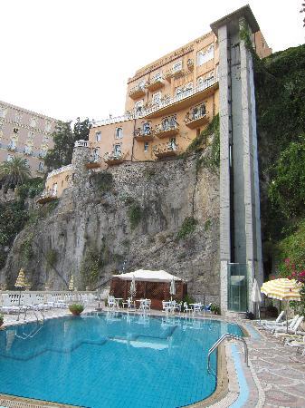 Hotel Villa Riis: L'esterno