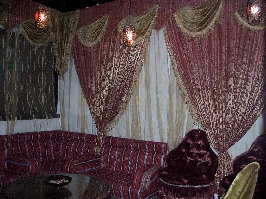 โรงแรมอาราเบียน คอร์ทยาดแอนดด์สปา: Lounge area near lobby