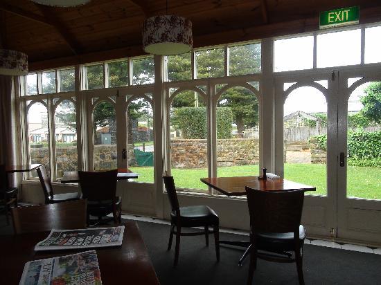 Merrijig Inn: brekkie room