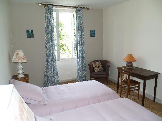 """Les Hortensias : chambre """" Acanthe """""""