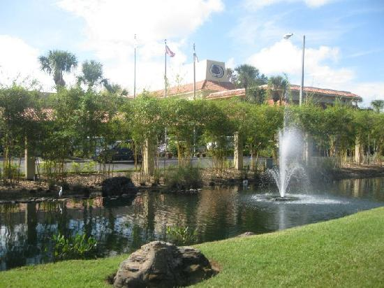 Doubletree by Hilton Orlando at SeaWorld: front of hotel from road