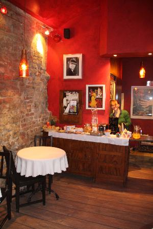 Tango House Bed & Breakfast: Reception area