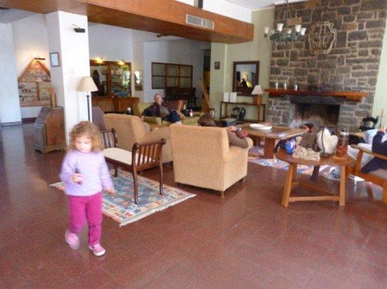 Hotel Nirvana : vista parcial livings entrada hotel