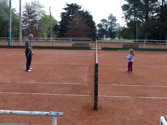 Hotel Nirvana: vista cancha de tenis.