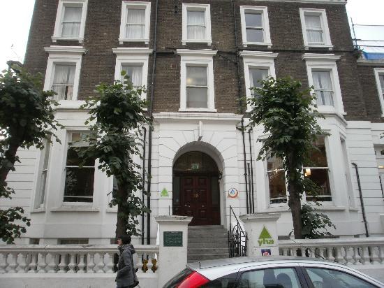 YHA London Earl's Court: Hostel entrance