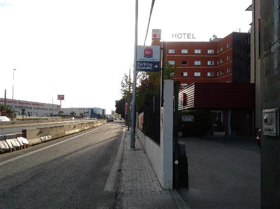 H2 Fuenlabrada: Otro hotel al lado y ¿zona de paseo?