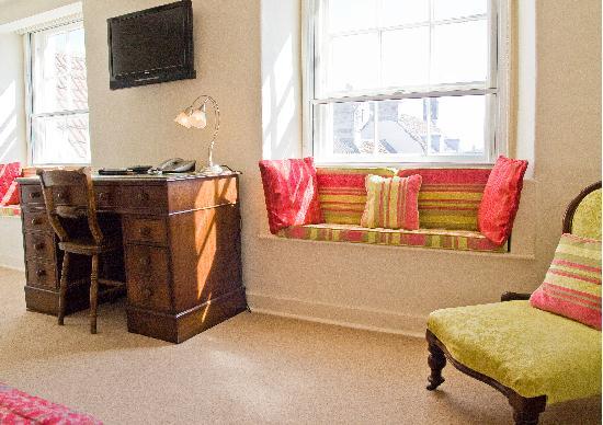 Moda House: Room Seven