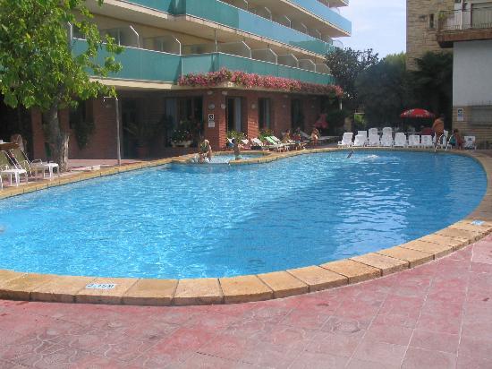 Silken Canada Palace: la piscine et terrasse extérieure